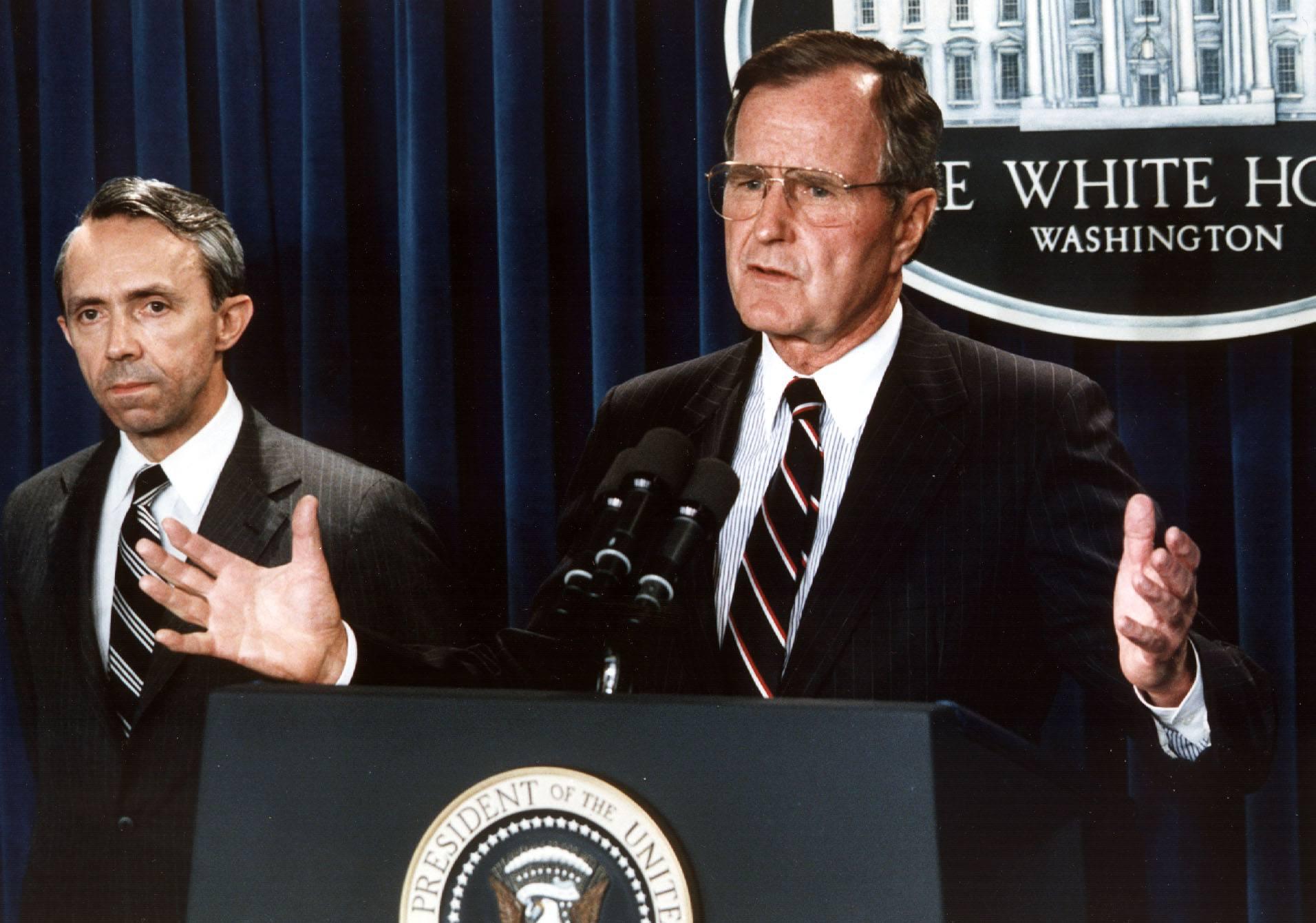 US President George Bush (R) announces 23 July 199