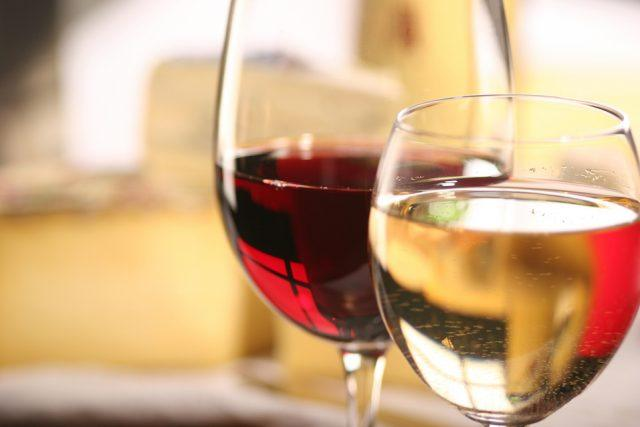 Red and white wine in glasses.