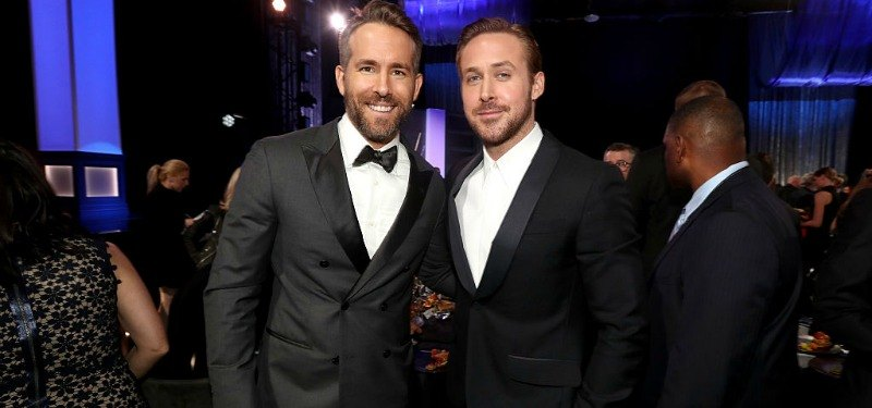 Ryan Reynolds and Ryan Gosling pose for a picture together in suits.