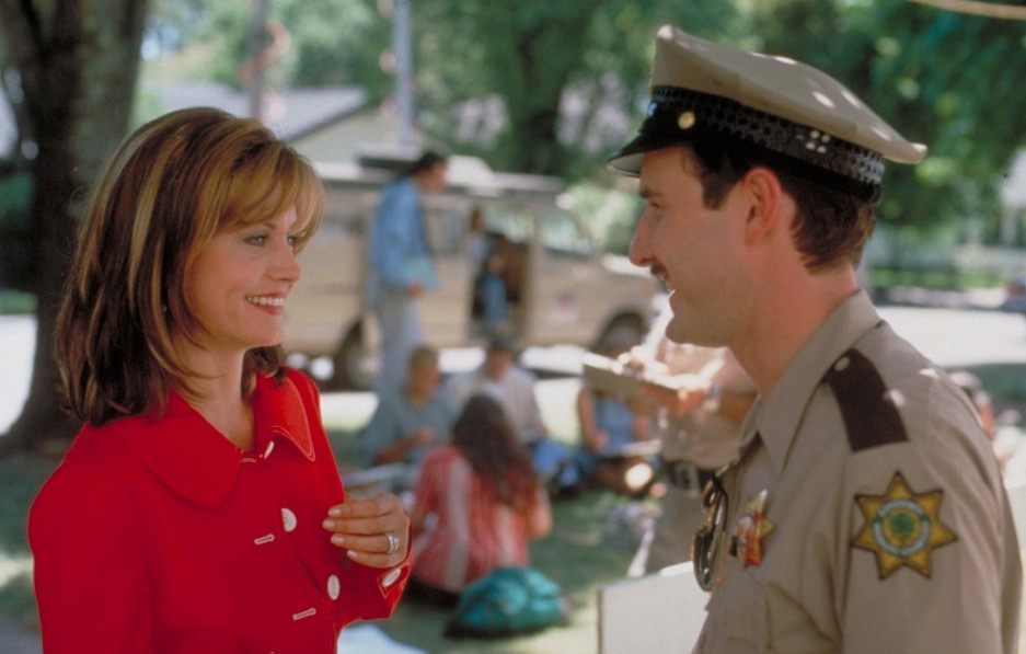 Courteney Cox and David Arquette sharing a conversation together in Scream 2
