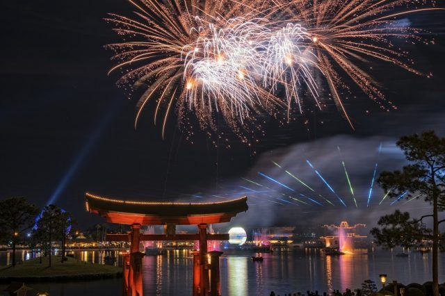 The IllumiNations Reflections Of Earth Laser and Fireworks show above water.