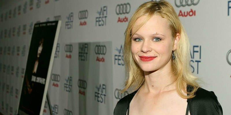 Thora Birch posing on the red carpet.