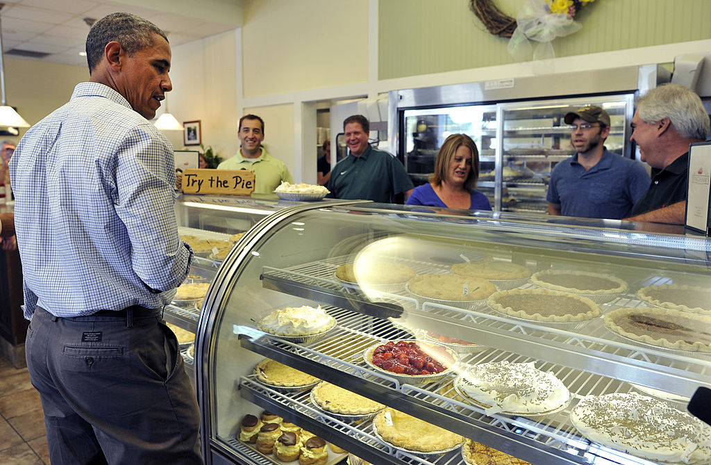 Barack Obama orders some pie.