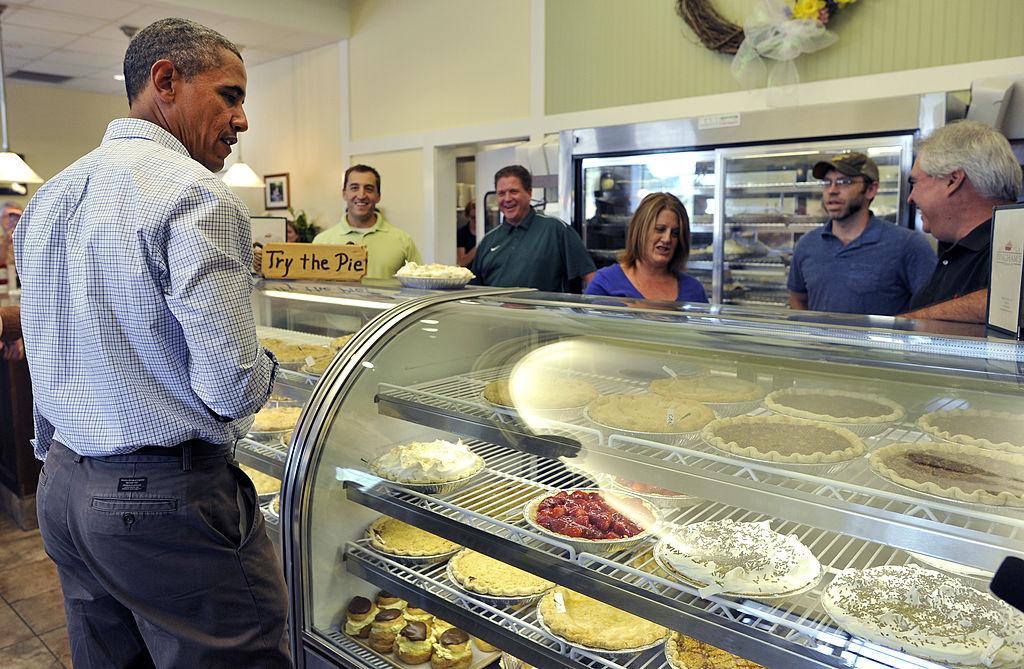 Barack Obama orders some pie.