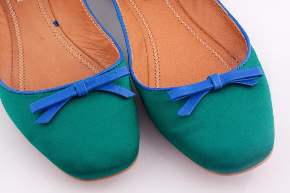 Green color flat shoes