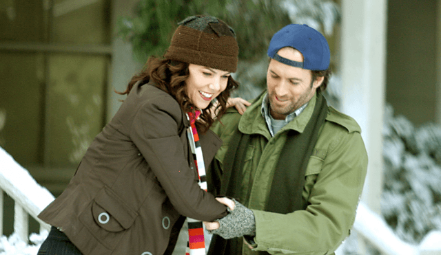 Lorelai (Lauren Graham) and Luke (Scott Patterson) having fun in the snow in a scene from 'Gilmore Girls'