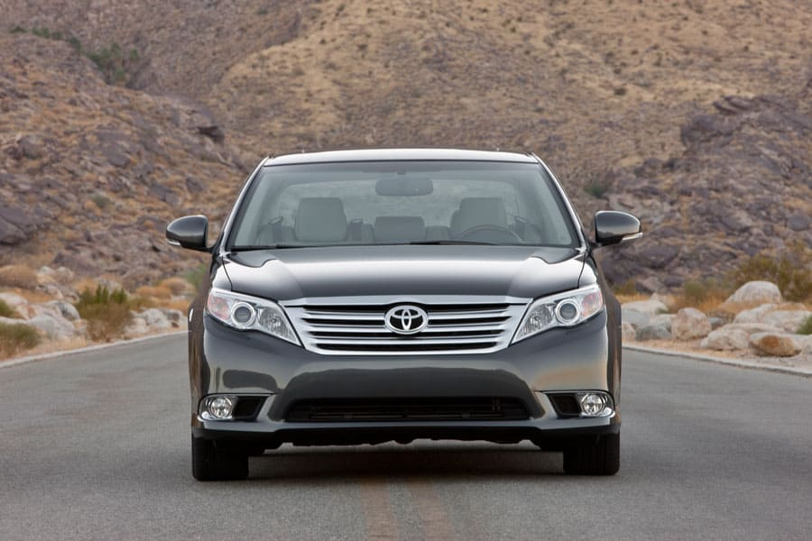 Head-on look at a Toyota Avalon from the '12 model year
