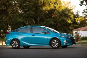 Why Consumers Are Picking Plug-in Hybrids Over EVs in 2018