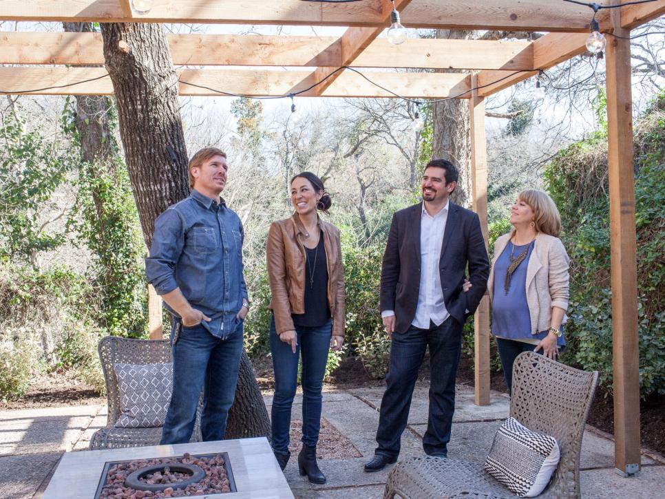 Chip and Joanna Gaines and the Barrett family talk about a backyard.
