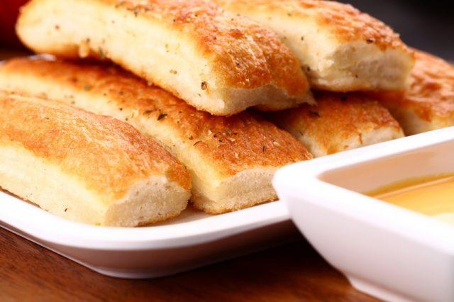One of the healthiest Olive Garden meals on the menu includes breadsticks.