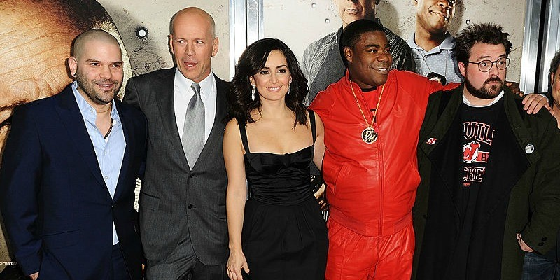 Guillermo Diaz, Bruce Willis Ana de la Reguera, Tracy Morgan, Kevin Smith are posing together for a picture on the red carpet.