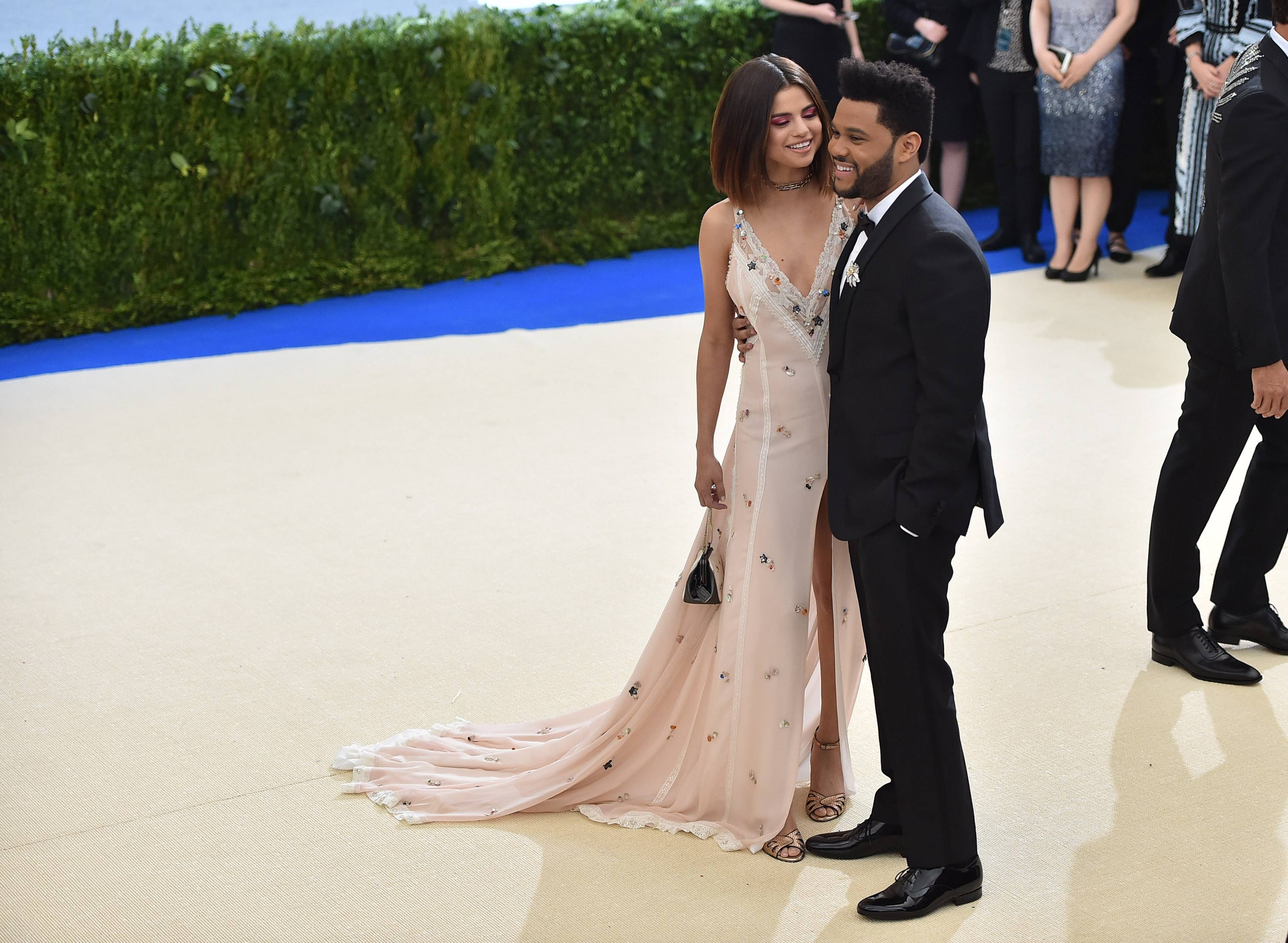 Selena Gomez and The Weeknd pose for cameras at the 2017 Met Gala
