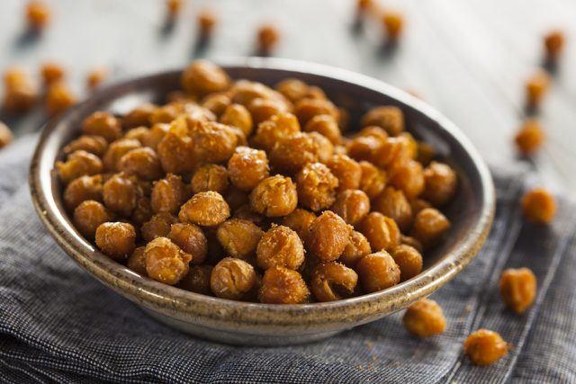 A bowl of chickpeas.