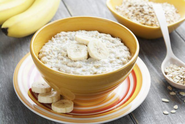 Oatmeal with bananas in a yellow bowl.