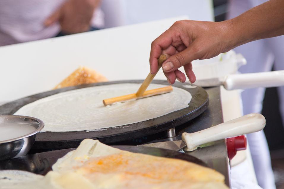 Preparing a crepe