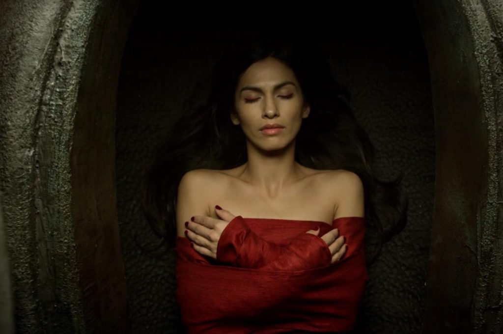 Elektra dead, prone, and with her arms crossed, wearing all red