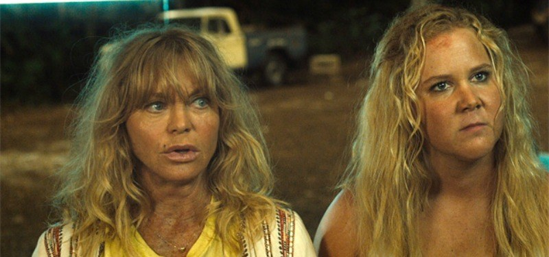Goldie Hawn and Amy Schumer look dirty and are in the desert in Snatched.