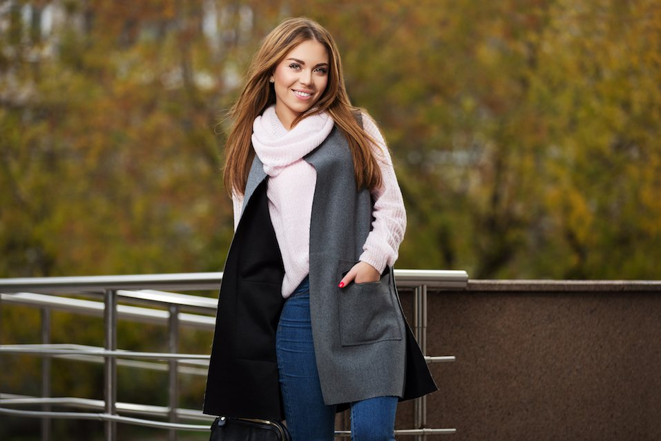 Fashion woman in grey coat on city street