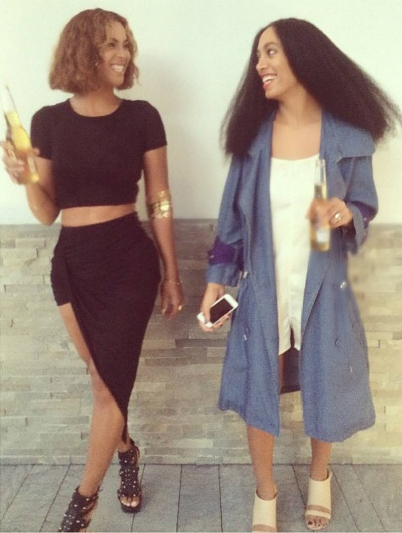 Beyoncé drinking a beer with sister Solange