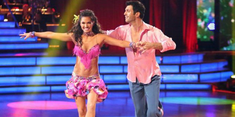 Tony Dovolani is leading Melissa Rycroft as they dance in Dancing with the Stars.