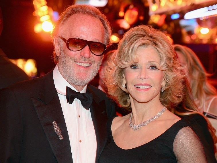 Siblings Peter and Jane Fonda pose together for the paparazzi
