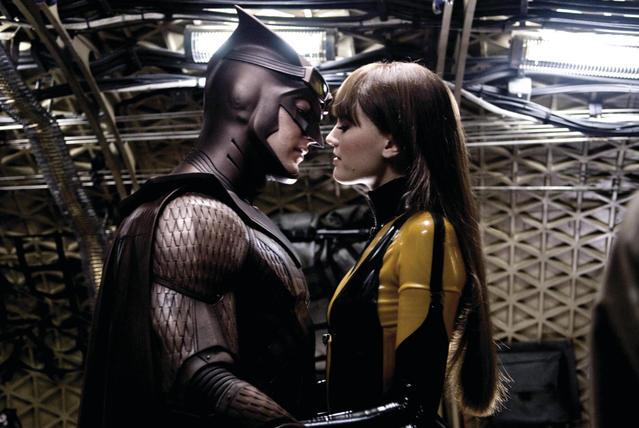 Patrick Wilson and Malin Ackerman kissing in Watchmen