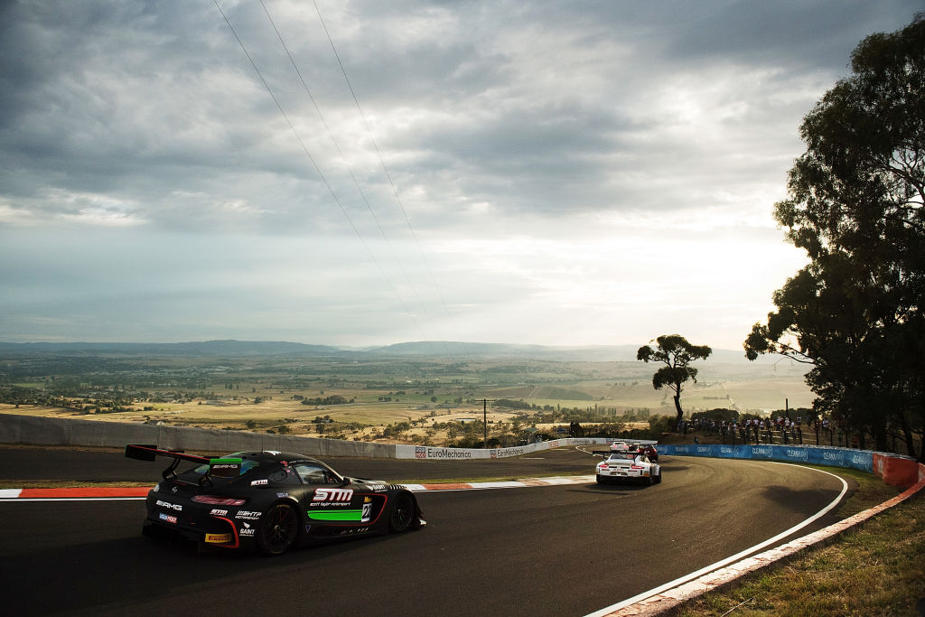 Bathurst 12 hour race at Mount Panorama