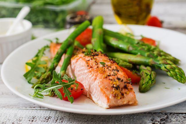 a meal of salmon, tomatoes, and asparagus