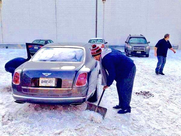 Twitter photo featuring Bulls guard Derrick Rose digging out his Bentley after a snowstorm.