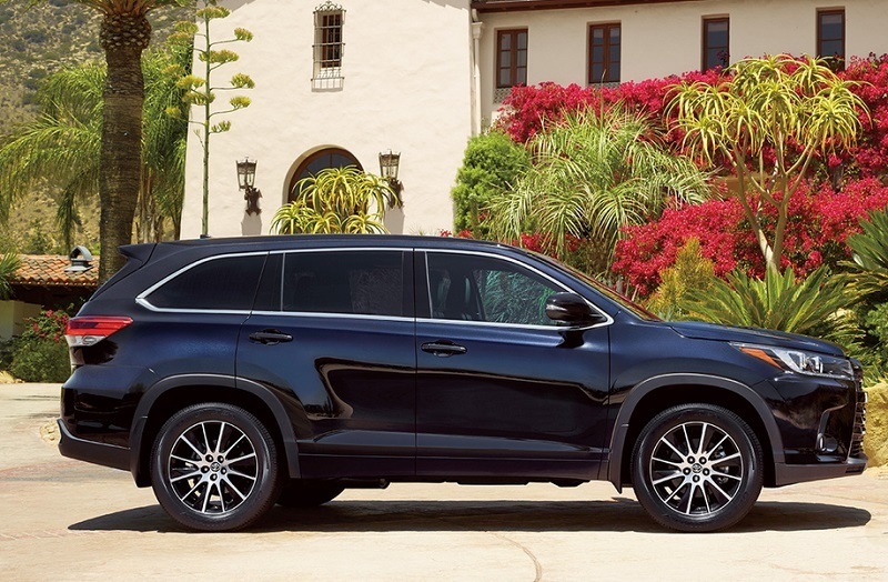 Side view of 2017 Toyota Highlander in black