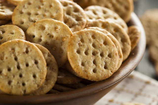 Whole-grain crackers in a brown bowl