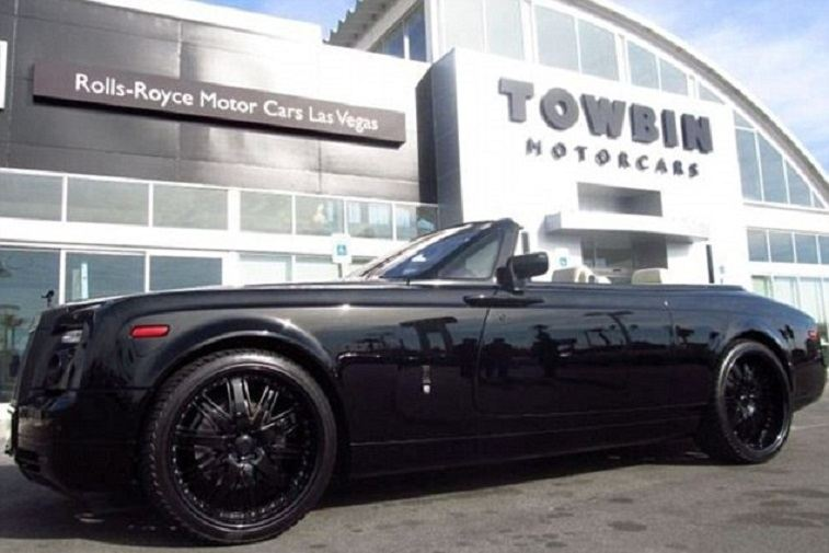 View of Rolls Royce Phantom Drophead with top down in profile