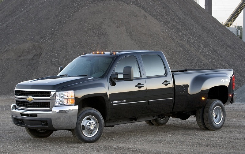 Automaker shot of Chevy Silverado 3500 HD pickup with dually setup