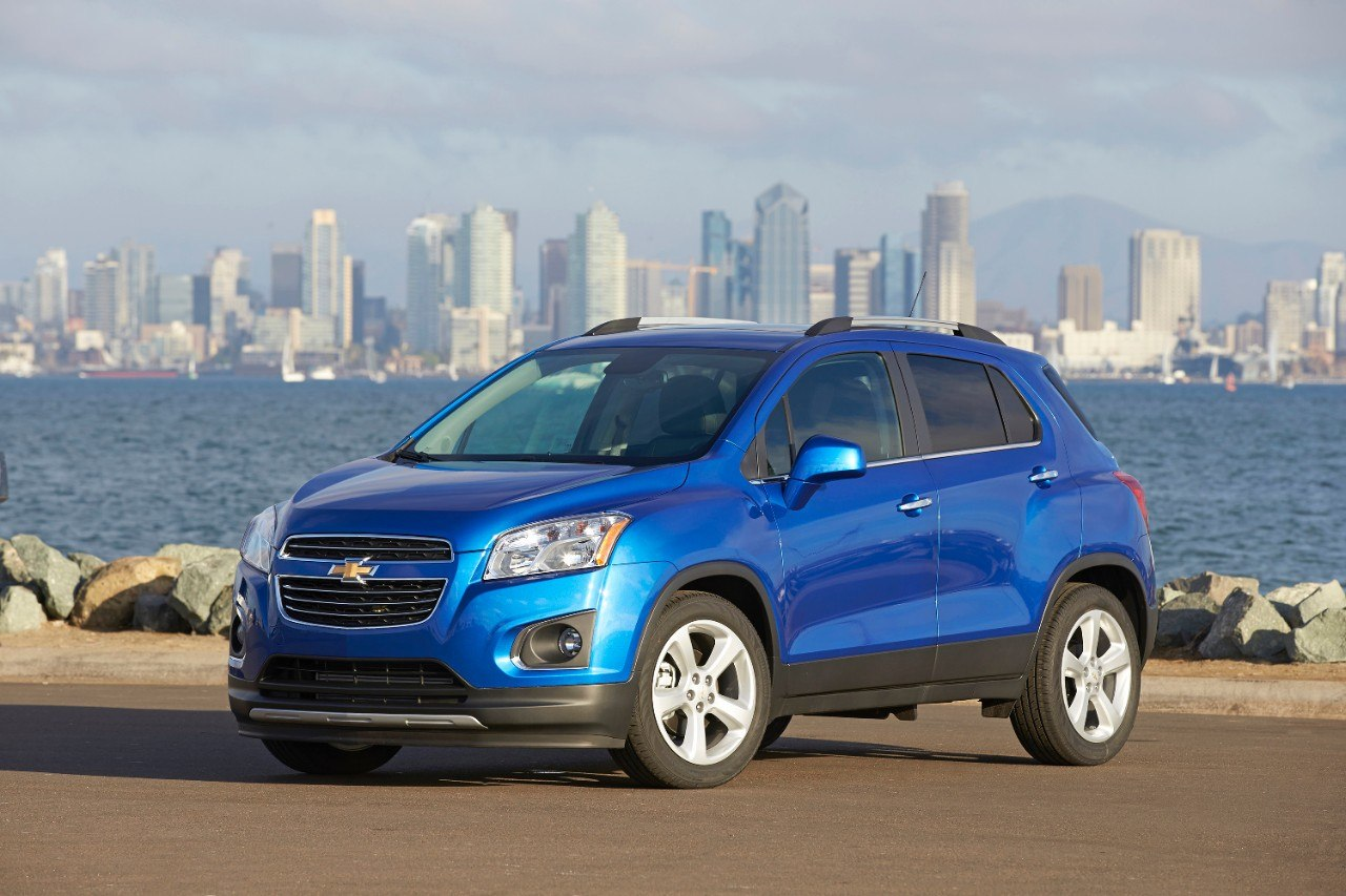 View of blue Chevrolet Trax for 2017 model year