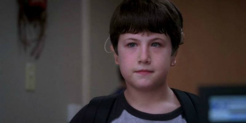 Dylan Minnette is standing with a backpack on in Grey's Anatomy.