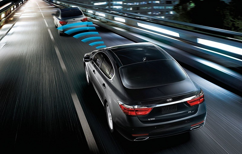 Kia K900 sadvanced smart cruise control shown in visualization