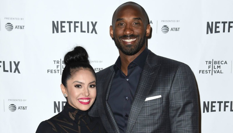 Kobe and Vanessa Bryant are posing together on the red carpet.