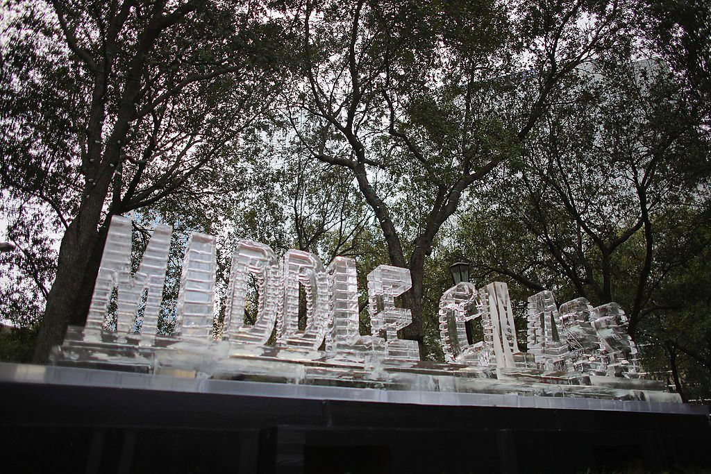 sculpture that says middle class