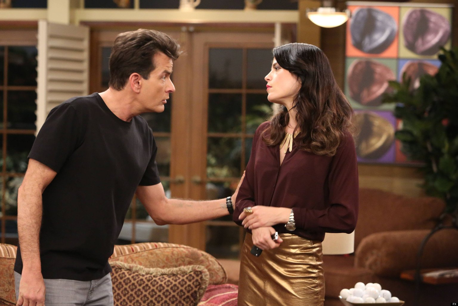 Charlie Sheen holds Selma Blair's arm in Anger Management