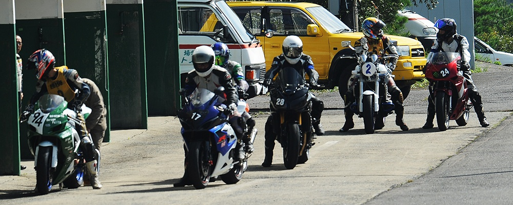 Motorcyclists at Ebisu Circuit