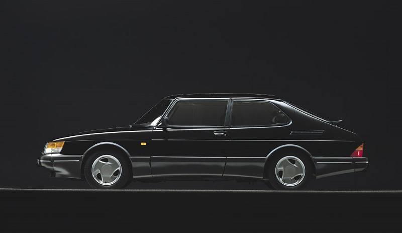 Side view of Saab 900 Turbo circa 1989