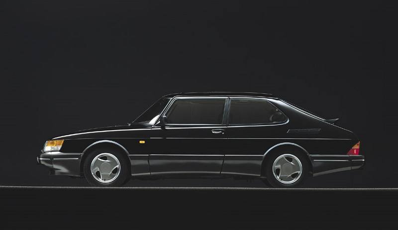 Side view of Saab 900 Turbo circa 1989