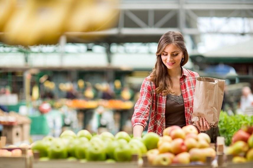shopping woman buying fruit