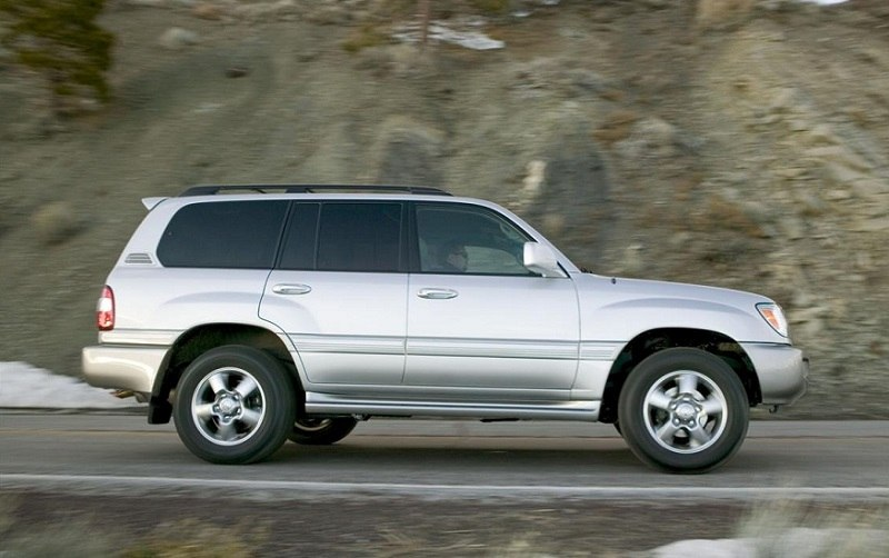 Side view of gray Toyota Land Cruiser on the road, 2007 model year