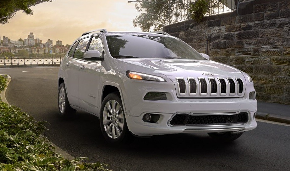 View of 2017 Jeep Cherokee Overland in white