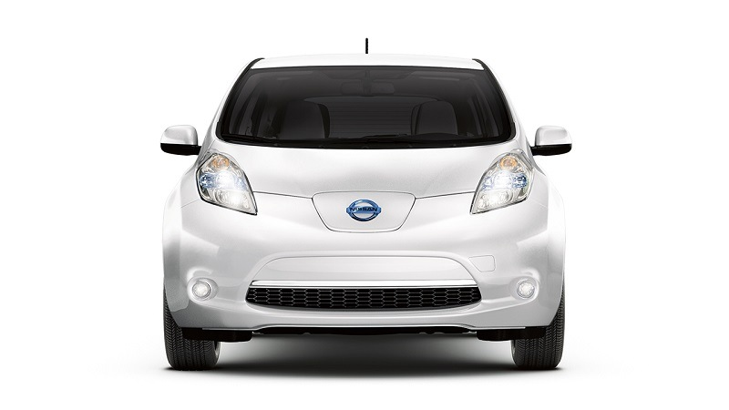 Front view of pearl white Nissan Leaf