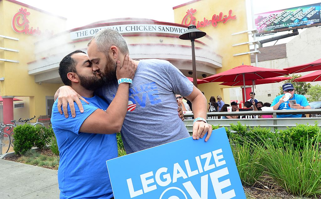 """Gays and lesbians staging """"kiss-ins"""" outside Chick-fil-A ou"""
