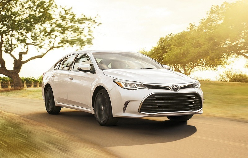 2016-17 Toyota Avalon in white