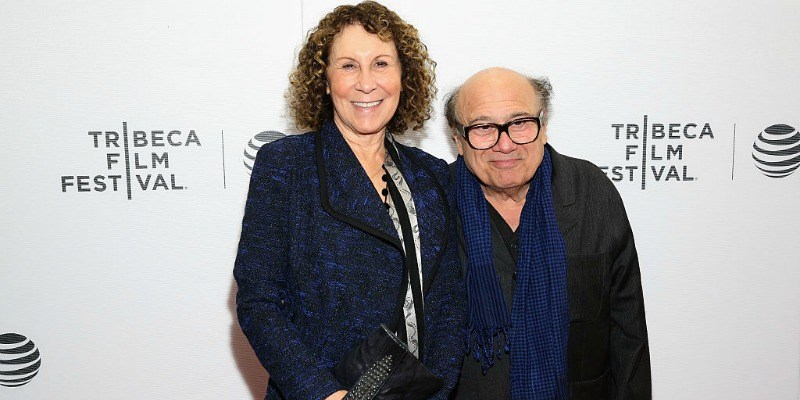 Danny DeVito and Rhea Perlman pose together on the red carpet.