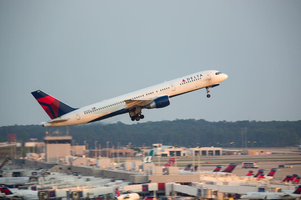 Delta Boeing 757 flight taking off from Atlanta Hartsfield Jackson International airport